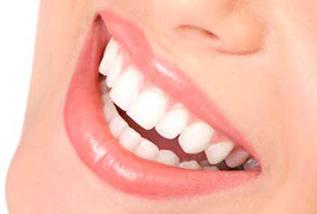 Rápido y efectivo, conseguirás aclarar hasta 4 tonos en sólo 1 hora sin dañar los dientes.